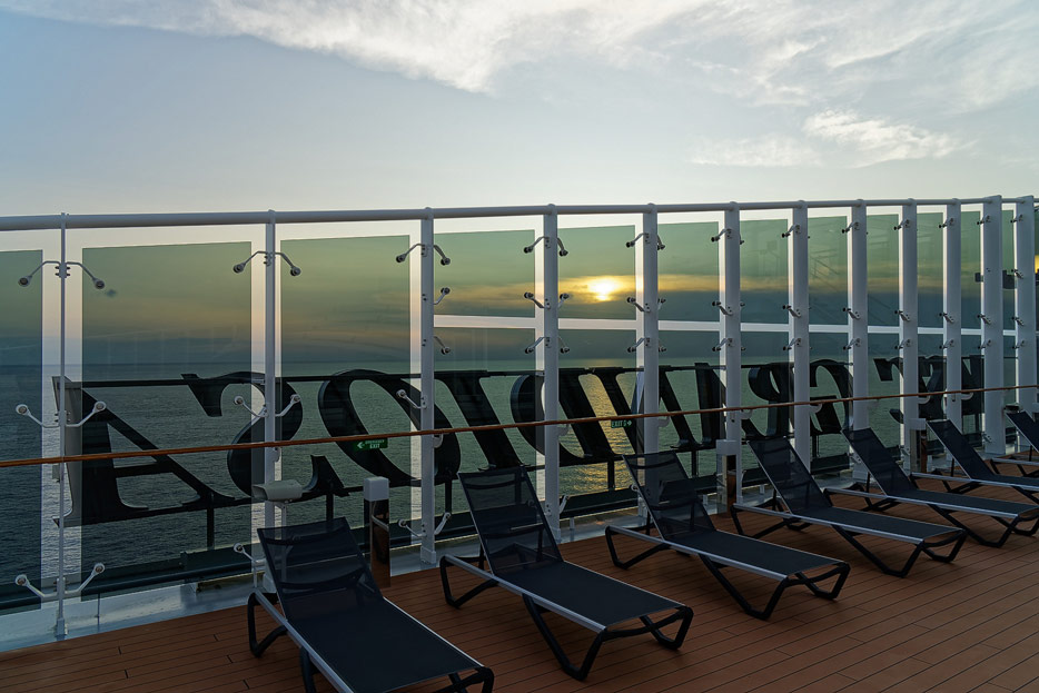 am Pooldeck der MSC Grandiosa